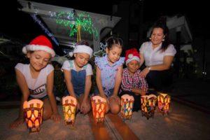 En torno a las velas se reúnen las familias para compartir y celebrar la inmaculada concepción de la Virgen María. - Élver Rodríguez/GENTE DE CABECERA