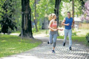 Encontrar la forma de ponerse en contacto con la naturaleza, hacer ejercicio o meditar son actividades positivas que reducen el nivel de estrés y le ayudarán a variar sus actividades monótonas. - Banco de Imágenes/GENTE DE CABECERA