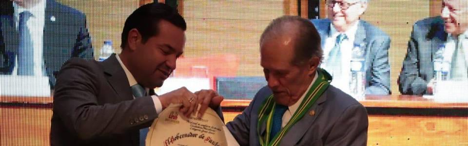 Entre reconocimientos, Alberto Montoya Puyana se despidió de la Unab
