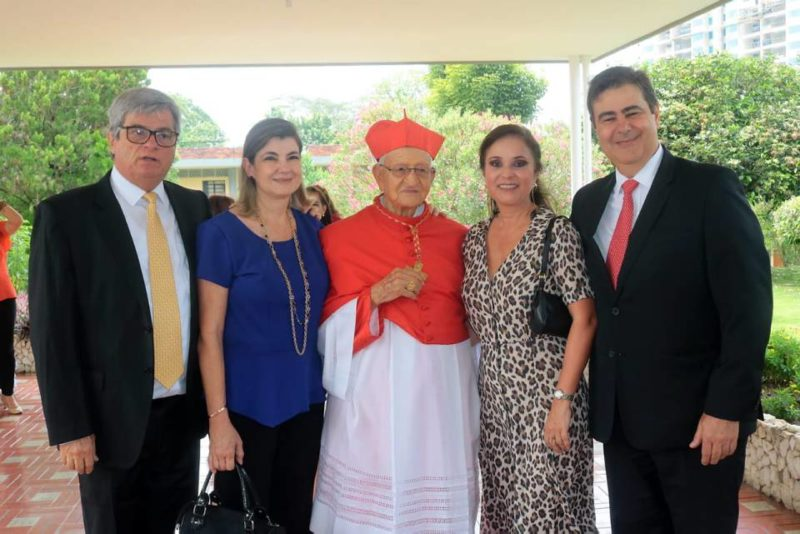 Juan Carlos González, Martha Isabel García, S.E. Cardenal José de Jesús Pimiento Rodríguez, Ana María Sánchez y Jaime Alberto García. - Fabián Hernández / GENTE DE CABECERA