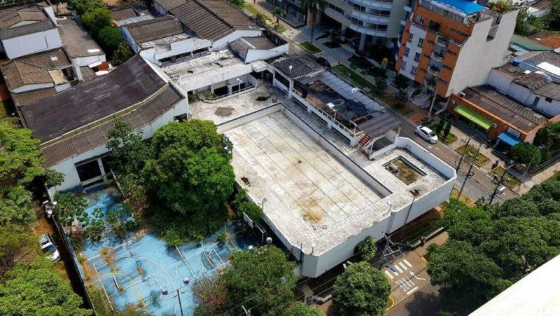 Los vecinos del Club se sienten preocupados ante la posible proliferación de mosquitos por las aguas represadas en las piscinas. - Suministrada/ GENTE DE CABECERA