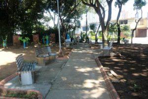 Ante la solicitud de la comunidad, la Administración Municipal realizó la instalación de nuevas bancas y cestas de la basura en el parque Conucos. - Fabián Hernández / GENTE DE CABECERA