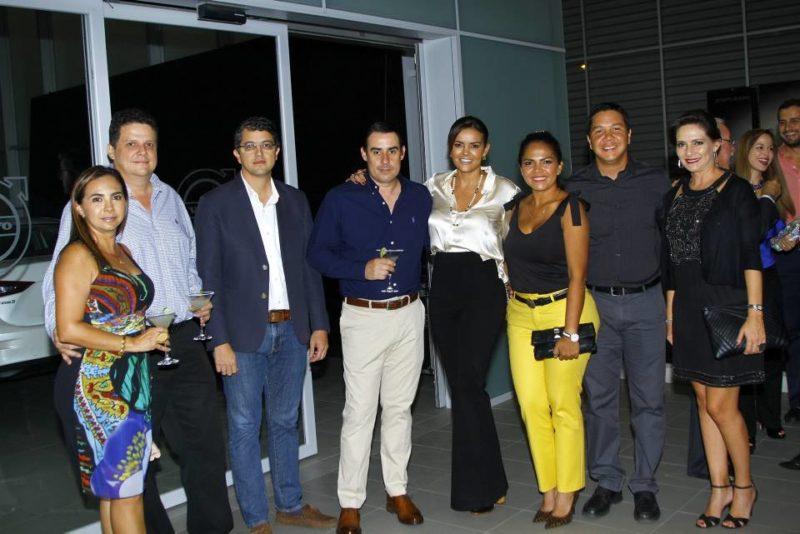 César Flórez / GENTE DE CABECERALina María Navarro, Andrés Rey, Sergio Arenas, Gustavo Prieto, Tatiana Flórez, Paola Bohórquez, Alejandro Dulcey y María Cristina Bonilla.
