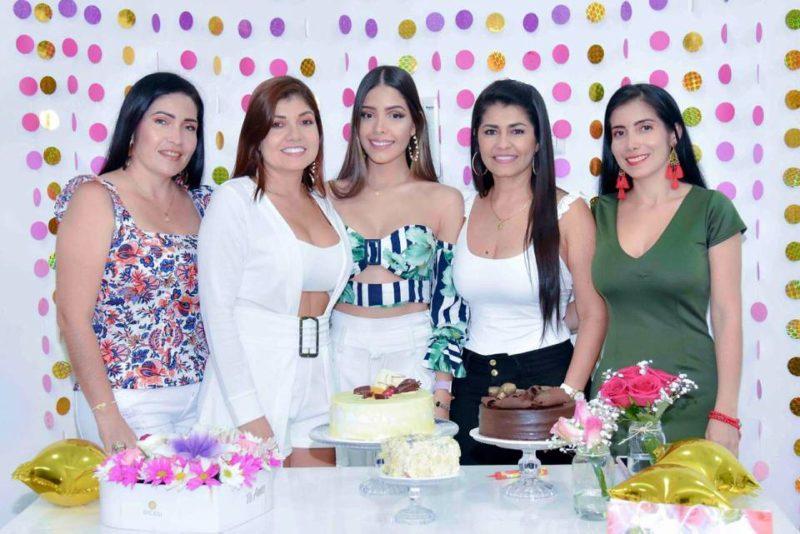 Luz Ortiz, Maritza Ortiz, Luisa León, Viany Guevara y Mayerli Ortiz. - Suministrada / GENTE DE CABECERA
