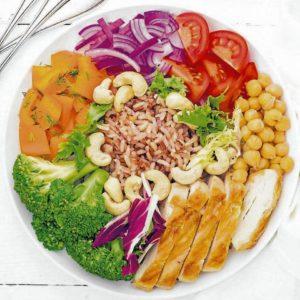 Comer saludable es otra de las recomendaciones de los profesionales de la salud, para prevenir enfermedades. - Banco de Imágenes/ GENTE DE CABECERA