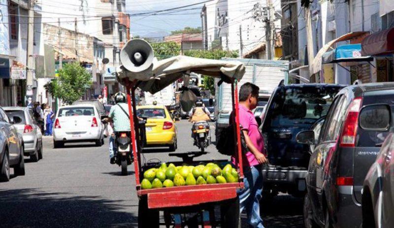 Los vecinos del barrio El Prado se quejan del ruido excesivo de algunos vendedores estacionarios que utilizan el megáfono como medio para publicitar sus productos. - Tomada de Internet / GENTE DE CABECERA