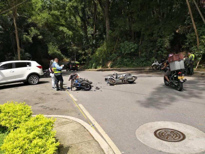 Por lo menos tres accidentes se han registrado en la avenida El Jardín a causa de conducotores que se movilizan en contravía. - Suministrada / GENTE DE CABECERA