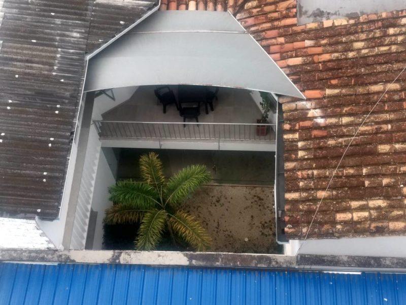 En ese pequeño jardín se encontrarían las ranas que afectan la tranquilidad de los residentes de un edificio en el barrio Antiguo Campestre. - Suministrada / GENTE DE CABECERA