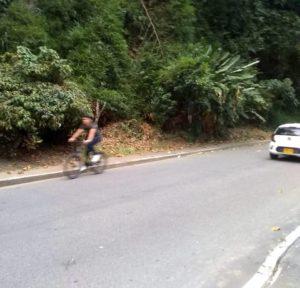 La comunidad denuncia que los biciusuarios y motociclistas alegan que no existe una adecuada señalización sobre esta vía. - Suministrada / GENTE DE CABECERA