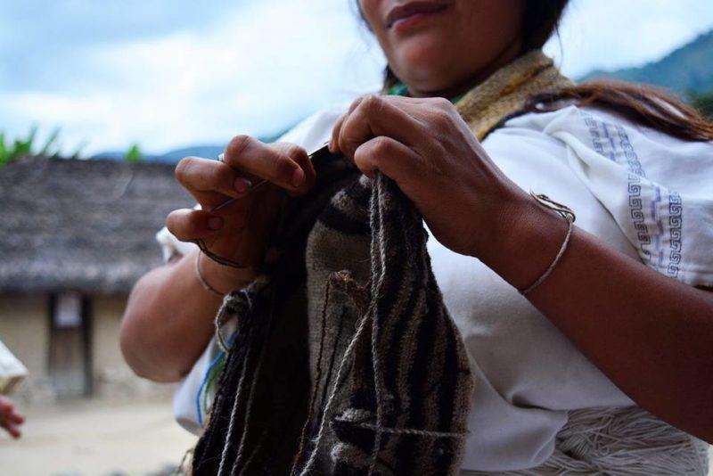 Los artesanos darán a conocer productos como las máscaras talladas con aplique en chaquira, mochilas tradicionales, accesorios con semillas y mostacilla, así como cestería elaborada con fibras naturales, entre otros. - Suministrada / GENTE DE CABECERA