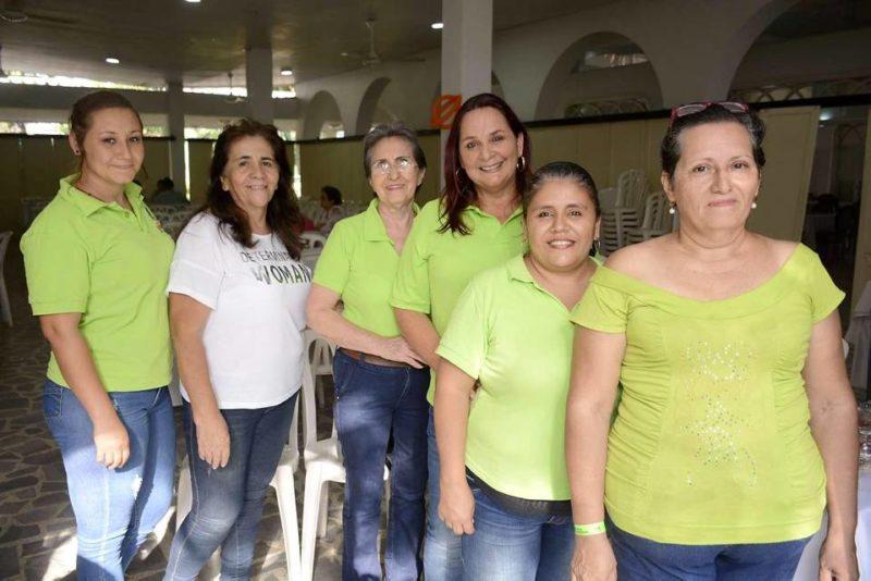 Johana Mendoza, Rosa Guevara, Trinidad León, Luz Amparo León, Luz Mary León y Maritza Pinzón. - Miguel Vergel / GENTE DE CABECERA