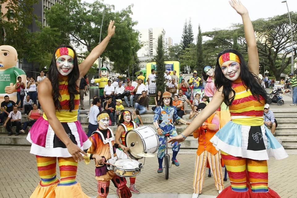 La Corporación Arte a Tiempo, Gloria Pérez, Silvana Mantilla, Elkin Bueno y Claudia Espitia, son los artistas que se presentarán en los parques de Bucaramanga. - Archivo / GENTE DE CABECERA