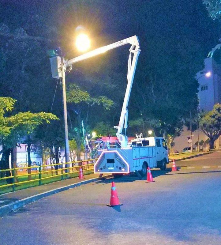 La Oficina de Alumbrado Público aseguró que mientras se realiza el reemplazo de las antiguas lámparas por luces LED, se mantendrán las labores de mantenimiento para garantizar la buena prestación del servicio. - Suministrada / GENTE DE CABECERA