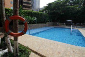 Los flotadores son elementos de seguridad obligatorios en el área de la piscina - Archivo/GENTE DE CABECERA