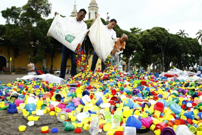 Reciclar las tapas y botellas, además de contribuir a salvar la vida de los niños con cáncer, también contribuye a la preservación del medio ambiente. - Archivo / GENTE DE CABECERA