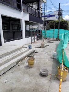 Además de la adecuación de una bahía vehícular, la JAC de Cabecera denuncia que la construcción de unas escaleras obstaculizaría el paso peatonal. - Suministrada / GENTE DE CABECERA