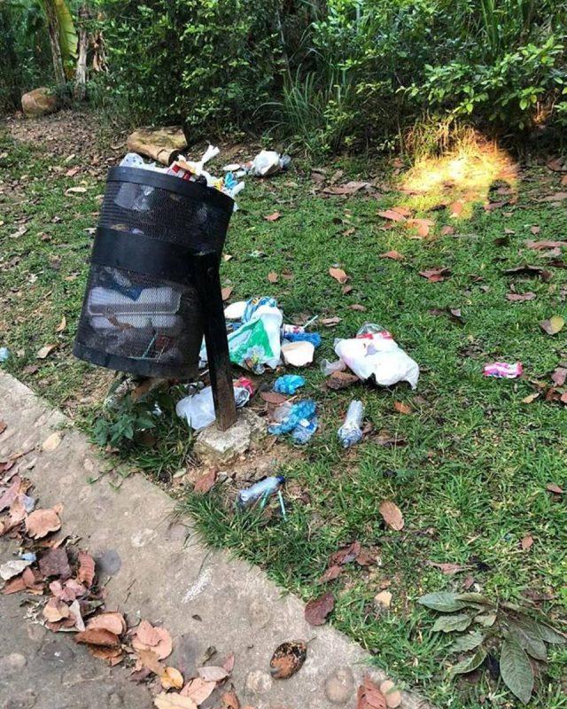 Cestas rebosadas de basura y mal olientes son algunas de las quejas más frecuentes de los visitantes del parque. - Suministrada / GENTE DE CABECERA