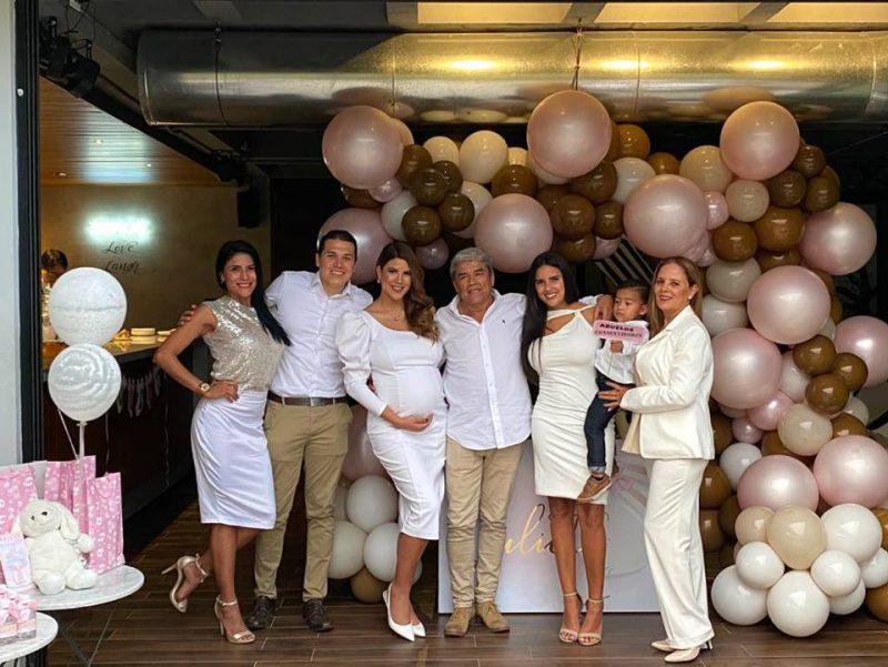 Mayra Patiño, Juan Diego Patiño, Laura Patiño, Juan Vicente Patiño, Julie Patiño, Christofer Zevallos y Nancy Contreras. - Suministrada / GENTE DE CABECERA