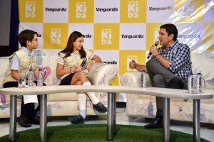 Los niños del New Cambridge fueron los protagonistas en el lanzamiento de Vanguardia Kids. En su primera emisión entrevistaron al alcalde de Bucaramanga, Juan Carlos Cárdenas. - Miguel Vergel/GENTE DE CABECERA