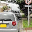 Polémica por carros mal estacionados en la carrera 45