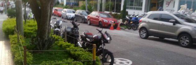 Motociclistas, a buscar parqueadero