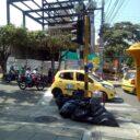 Acumulación de basura obstaculiza el paso peatonal